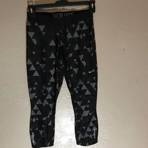 Nike Geometric Capri Leggings